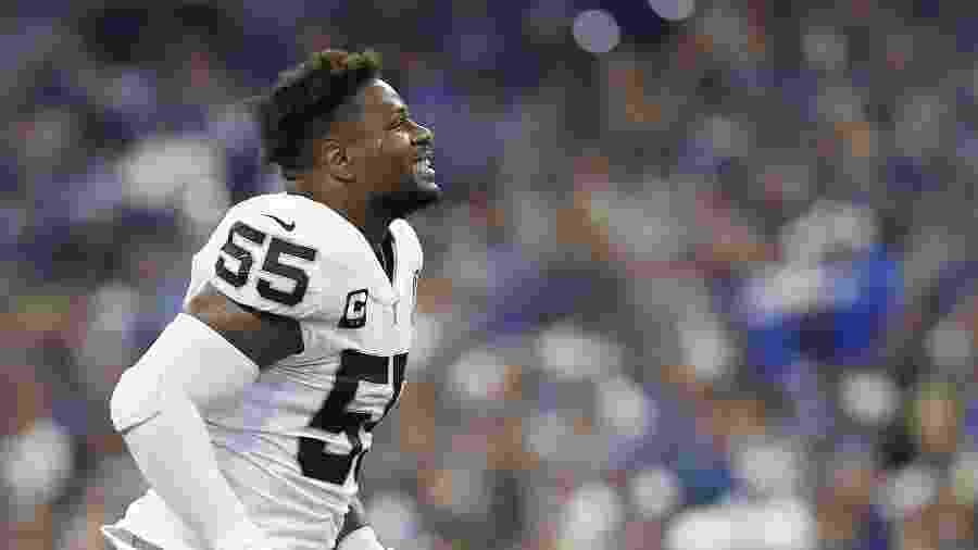 Vontaze Burfict reage ao ser expulso durante jogo do Oakland Raiders contra o Indianapolis Colts - Justin Casterline/Getty Images/AFP