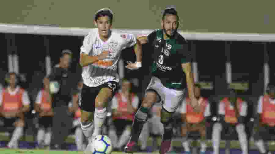 Matheus Vital, durante partida entre Corinthians e Goiás. Time foi ofensivo no 1º tempo e defensivo no segundo -  Heber Gomes/AGIF