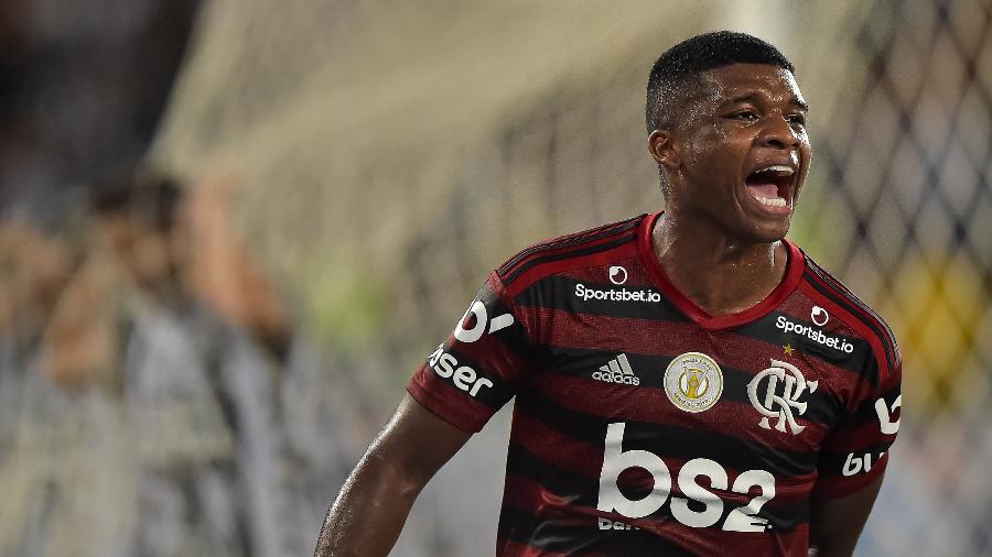 Lincoln comemora gol do Flamengo contra o Botafogo - Thiago Ribeiro/AGIF