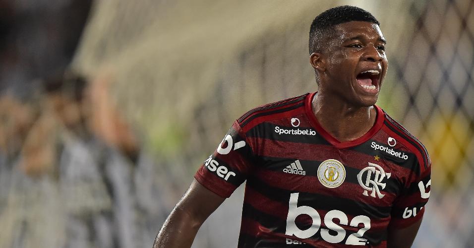 Lincoln comemora gol do Flamengo contra o Botafogo
