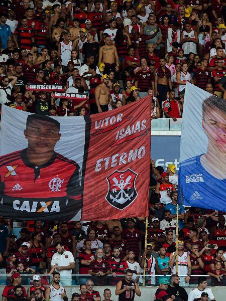 Torcida do Flamengo presta homenagem aos Garotos do Ninho - Thiago Ribeiro/AGIF