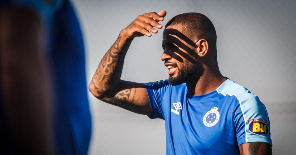 Dedé conseguiu liminar na Justiça para se desligar do Cruzeiro, onde tinha contrato até dezembro de 2021