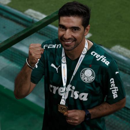 Abel Ferreira comemora após Palmeiras vencer a Copa do Brasil - Ettore Chiereguini/AGIF