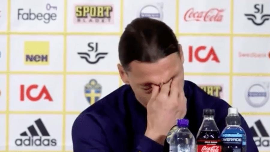 """Ibrahimovic chora em entrevista coletiva ao lembrar de pedido do filho: """"Pai, não se vá"""" - Transmissão"""