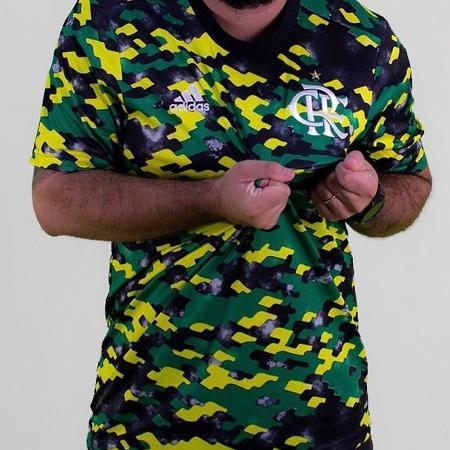 Nova camisa pré-jogo do Flamengo é verde, amarela e preta - Reprodução