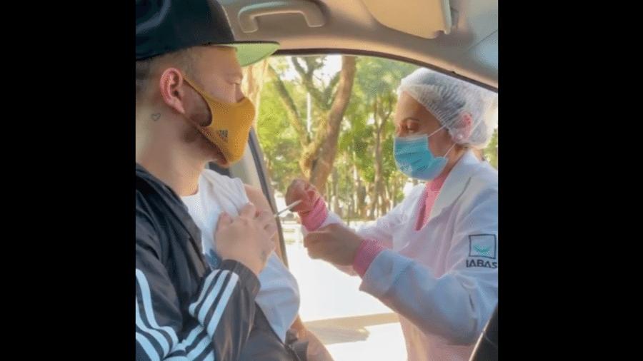 Fred, do Desimpedidos, toma vacina contra covid e se emociona: Não escolham - Instagram