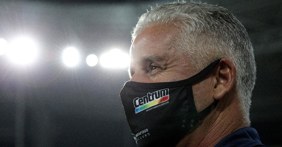 Com Enderson Moreira suspenso, Luís Fernando Flores comandou o Bota diante do CSA