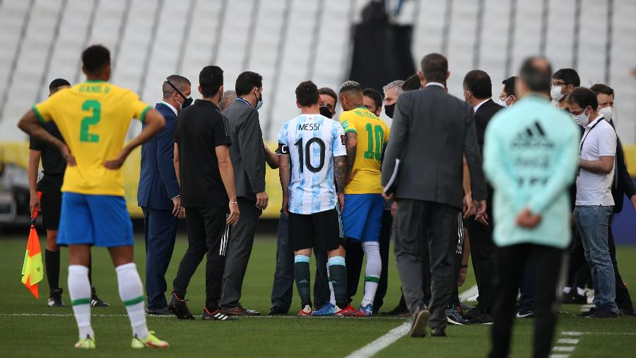 Agentes da Anvisa interrompem partida entre Brasil e Argentina - Alexandre Schneider/Getty Images