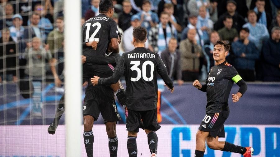 Jogadores da Juventus comemoram gol contra o Malmo, na Liga dos Campeões - David Lidstrom/Getty Images