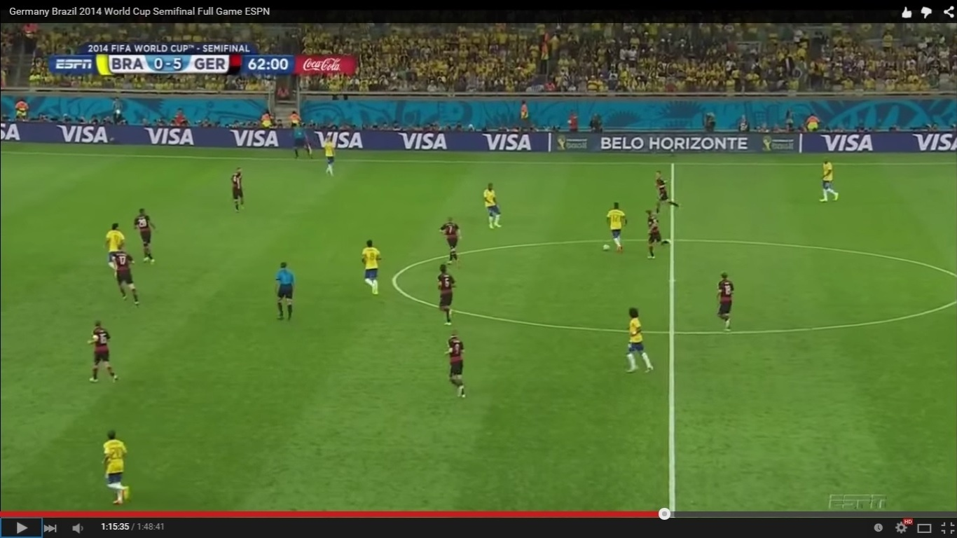 O Brasil, como foi possível ver em slides anteriores, estava desorganizado desde o apito inicial. A Alemanha, ao contrário, manteve seu padrão tático mesmo vencendo com folga. A imagem acima mostra, por exemplo, como eles respeitaram as linhas estabelecidas na tentativa de defender um ataque verde-amarelo.