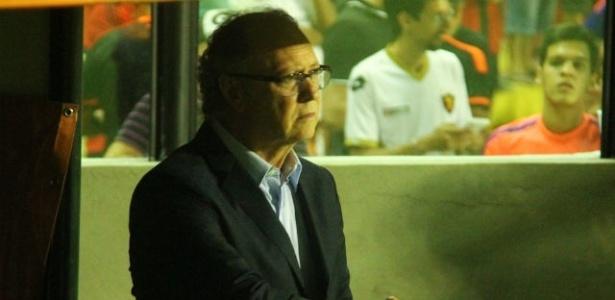 Técnico Paulo Roberto Falcão comanda o Sport diante do Huracán, pela Sul-Americana
