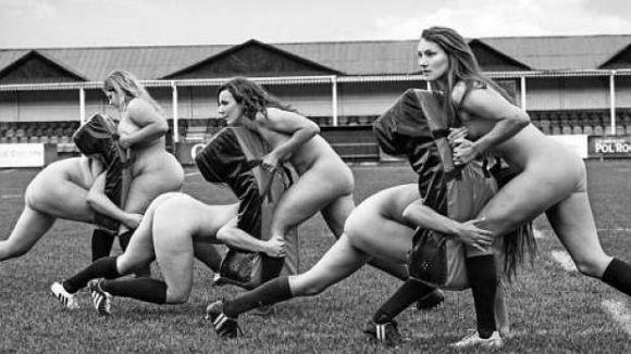 Time inglês faz calendário sensual para luta contra as disfunções alimentares