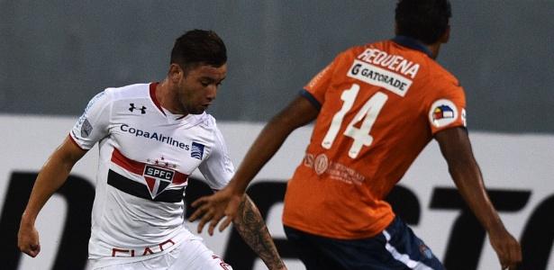 Ex-jogador do São Paulo, Eugenio Mena pode ir para o Sport