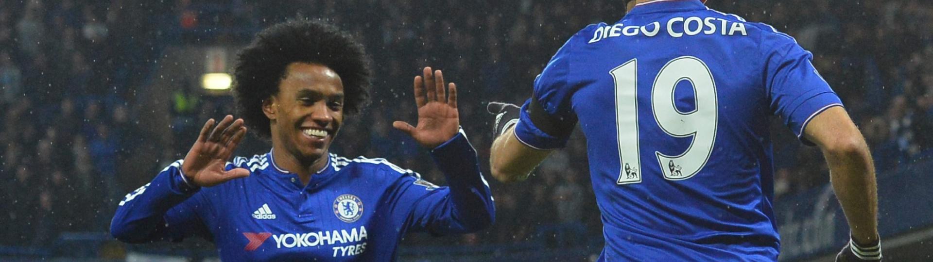 Willian e Diego Costa comemoram um dos gols do Chelsea no jogo contra o Newcastle, pelo Campeonato Inglês