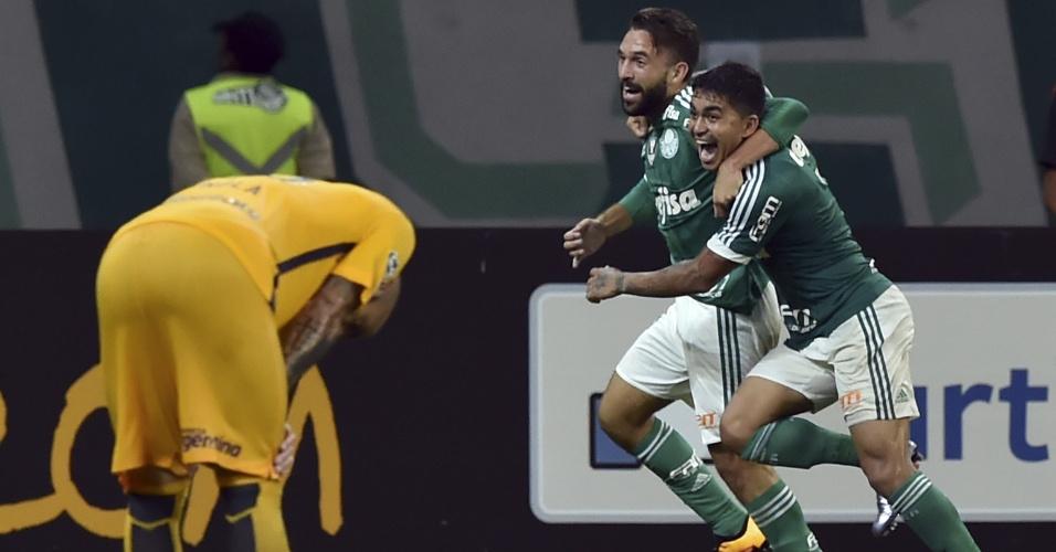 Allione comemora o seu gol no final do segundo tempo contra o Rosario, na Libertadores
