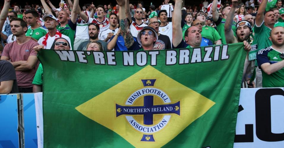 Torcedores da Irlanda do Norte ironizam seleção brasileira