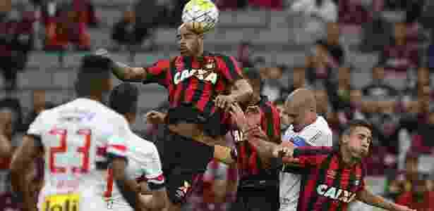 Atlético-PR e São Paulo disputam bola aérea - Rubenss Chiri/SPFC - Rubenss Chiri/SPFC