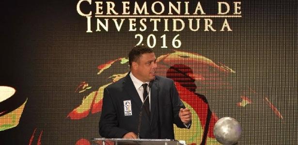 Ronaldo durante cerimônia no México: aprovação pela escolha por Tite