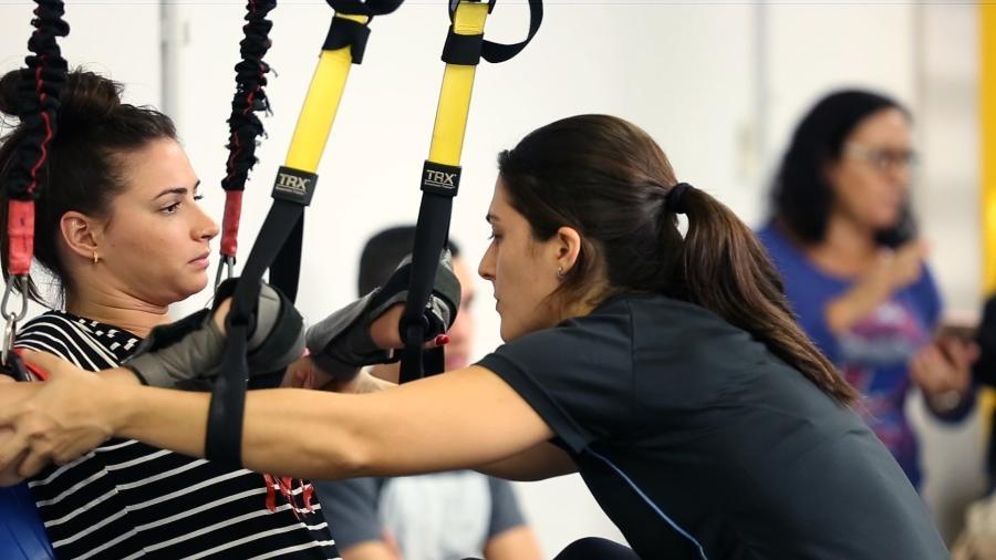Lais Souza em sessão de fisioterapia - UOL