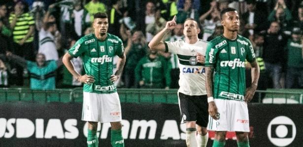 Galdezani festeja diante do Palmeiras: queda vertiginosa desde o primeiro turno