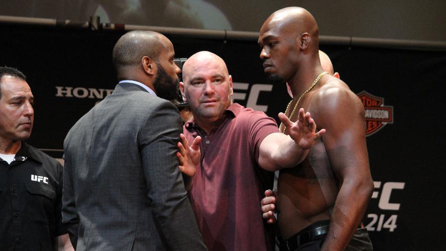 Daniel Cormier e Jon Jones se encaram na coletiva prévia ao UFC 214 - Diego Ribas/ Ag Fight