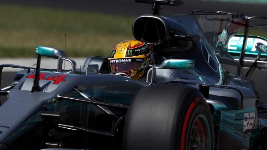 Lewis Hamilton participa de treino oficial na Hungria - AFP PHOTO / Peter Kohalmi