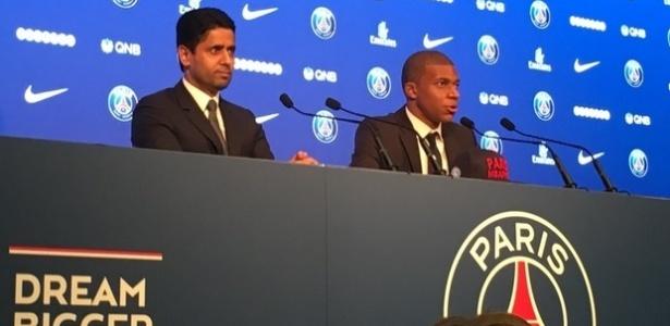 Kylian Mbappé é apresentado ao lado de Nasser Al-Khelaïfi, presidente do PSG
