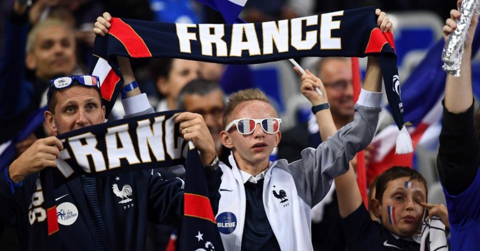Torcedores da França se preparam para o jogo contra Belarus