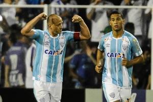 Na reta final, Campeonato Brasileiro tem briga acirrada contra rebaixamento (Foto: EDUARDO VALENTE/FRAMEPHOTO/ESTADÃO CONTEÚDO)