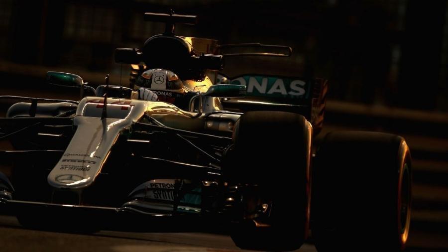 Lewis Hamilton, da Mercedes, nos treinos em Abu Dhabi - Clive Mason/Getty Images
