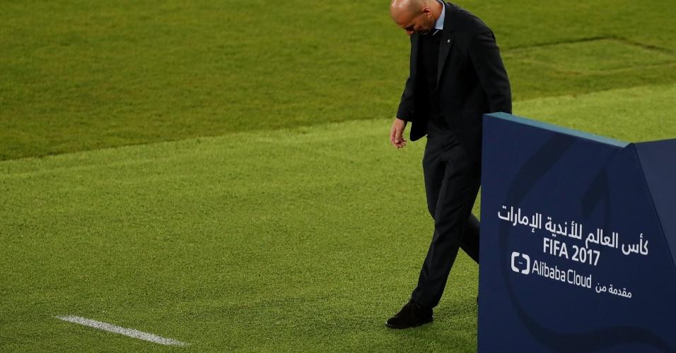 Zidane deixa o primeiro tempo de Real Madrid x Al-Jazira cabisbaixo