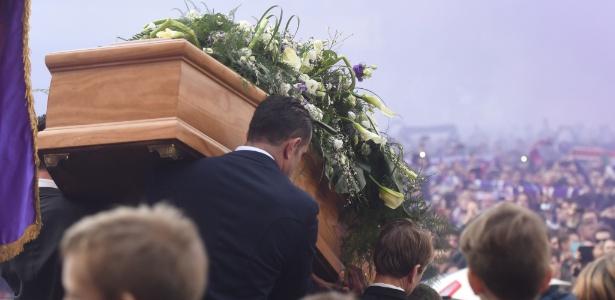 Funeral de Astori levou multidão de torcedores e também atletas