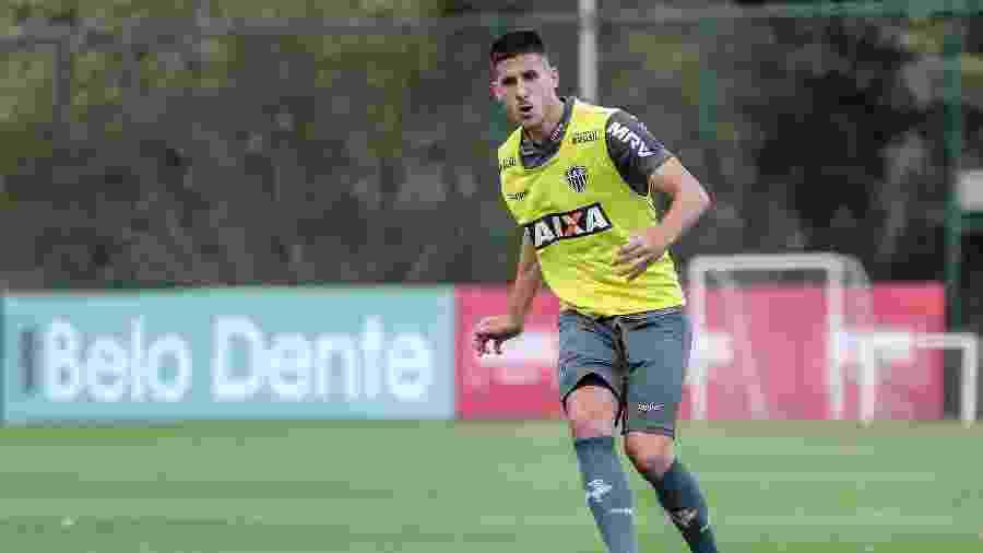 Zagueiro chegou emprestado em agosto do ano passado, atuou pouco e não vai deixar saudades na torcida do Atlético-MG - Bruno Cantini/Divulgação/Atlético-MG