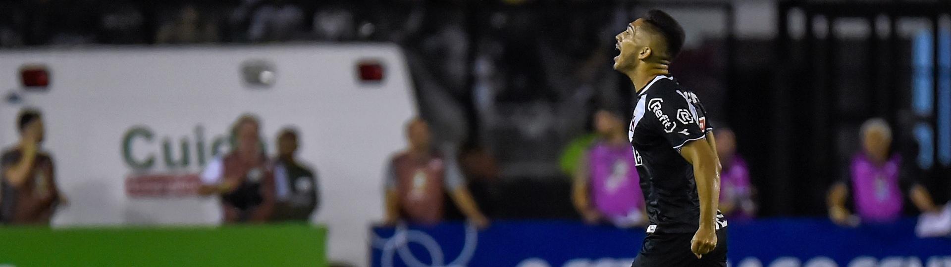 Andrey comemora gol do Vasco sobre o São Paulo