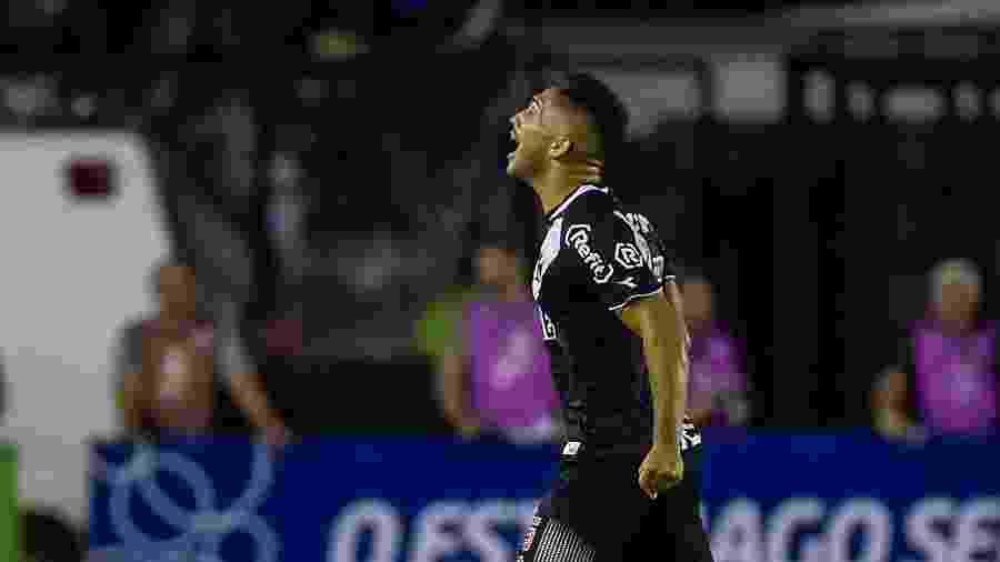Volante Andrey, de 21 anos, voltou a ser titular do Vasco após um 2019 onde foi pouco utilizado - Thiago Ribeiro/AGIF