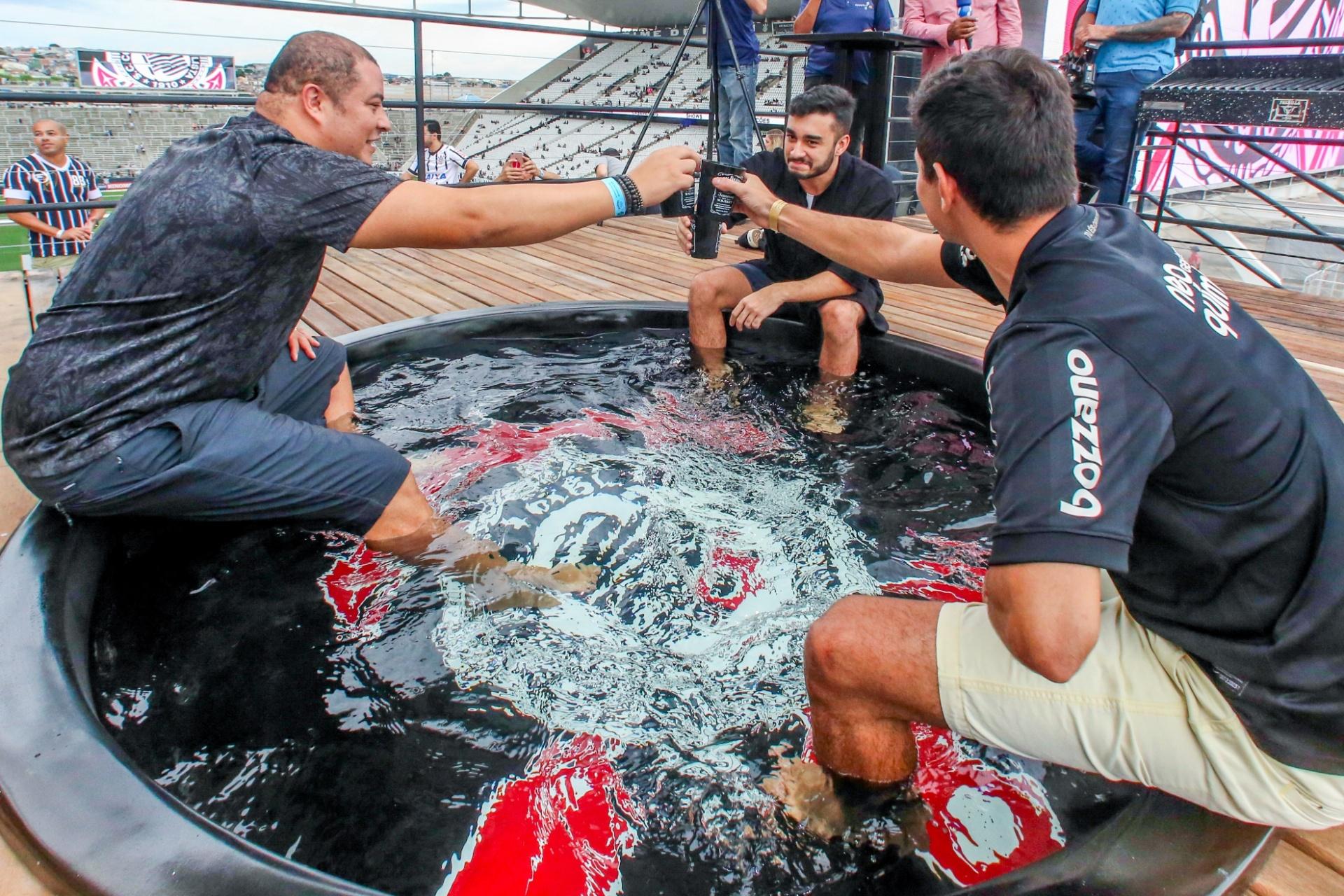 Fotos: Corinthians inaugura camarote com piscina em clássico contra o São  Paulo - 17/02/2019 - UOL Esporte