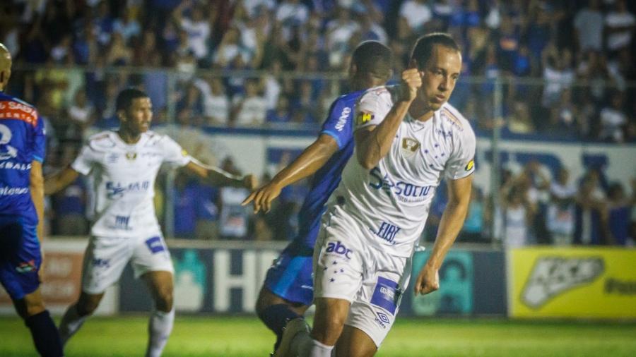 c6fdd836ba Cruzeiro empata com URT e se distancia do líder Atlético-MG no Mineiro.  Vinnicius Silva Cruzeiro