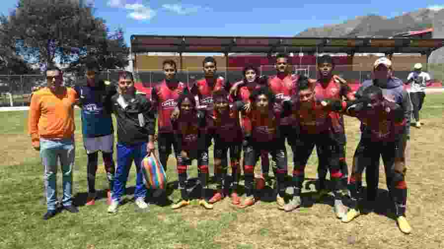 """Elenco do Flamengo de Latacunga em 2018: time está numa espécie de """"Série C"""" do Equatoriano - Reprodução / Facebook do Fla de Latacunga"""