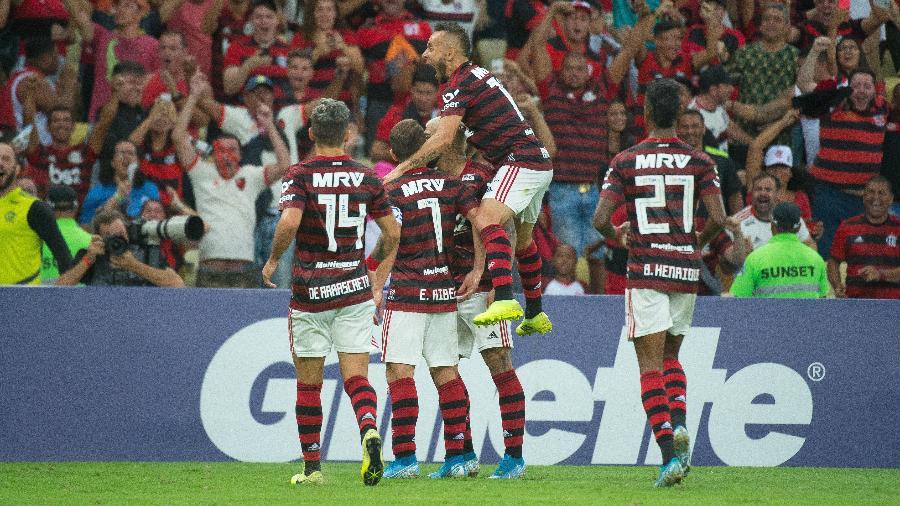 Jogadores do Flamengo comemoram gol da vitória sobre o Santos na campanha vitoriosa do Brasileirão 2020 - Alexandre Vidal & Paula Reis / Flamengo