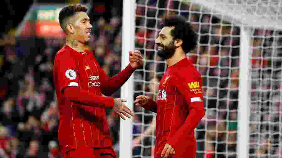 Roberto Firmino e Mohamed Salah comemoram gol do Liverpool, o virtual campeão inglês - Phil Noble/Reuters