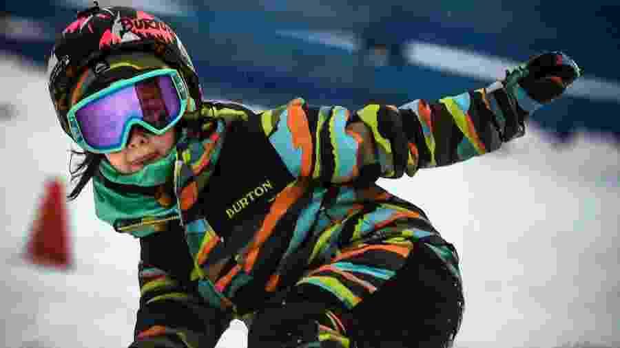 A russa Vasilisa Ermakova, 6 anos, é snowboarder, skatista e promessa nos esportes radicais - Alexander Nemenov/AFP