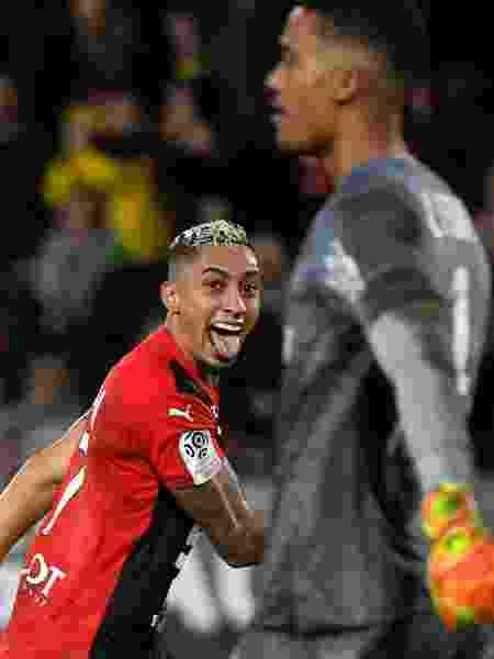Raphinha comemora após marcar para o Rennes contra o Nantes - DAMIEN MEYER/AFP - DAMIEN MEYER/AFP