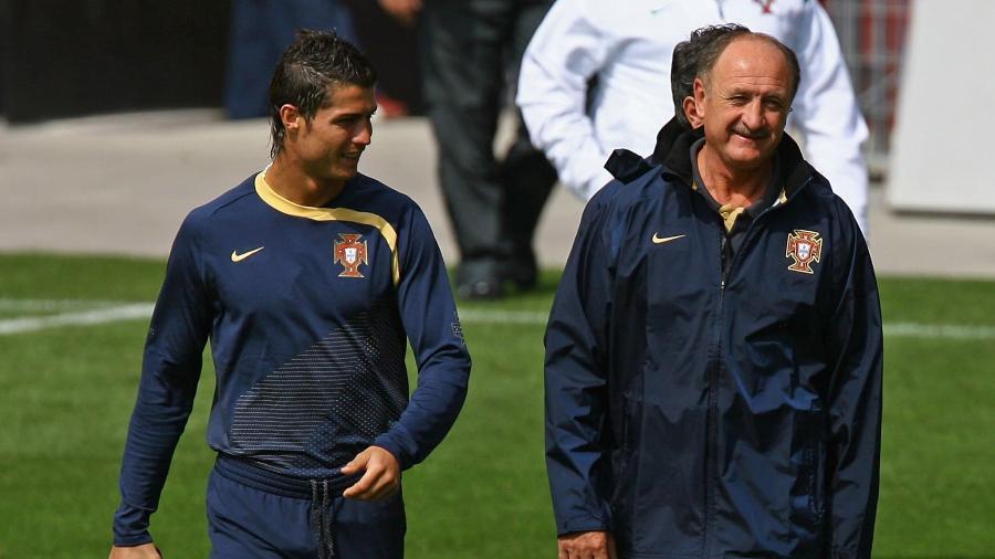 Luiz Felipe Scolari conversa com Cristiano Ronaldo durante passagem pela seleção portuguesa - Getty Images