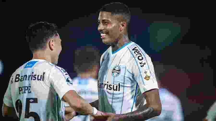 Pepê e Jean Pyerre marcaram os gols do Grêmio na vitória contra o Guarani-PAR - Lucas Uebel/Grêmio