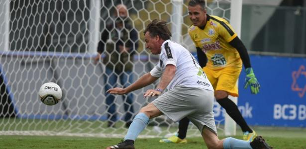 Evento em Santos | Bolsonaro faz gol em amistoso na Vila Belmiro com cobertura da TV Brasil
