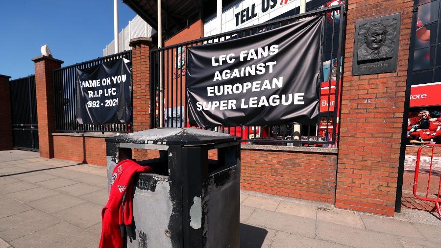 Torcedores do Liverpool protestam contra a criação da Superliga; projeto também não foi aceito por fãs dos outros 11 envolvidos - Peter Byrne/PA Images via Getty Images