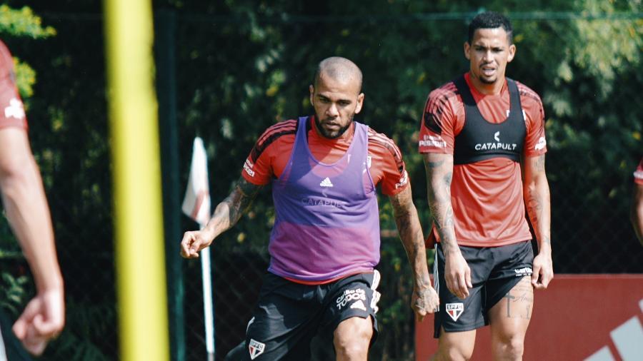 Dani Alves e Luciano treinaram com bola no último coletivo antes da semifinal -  Fellipe Lucena / saopaulofc