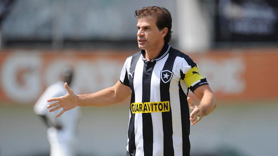 Túlio Maravilha em ação em amistoso Botafogo x Santos de Angola, no Caio Martins, em 2013 - Fernando Soutello/AGIF