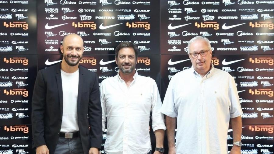 Alessandro Nunes, Duilio Monteiro Alves e Roberto de Andrade, dirigentes do Corinthians - Rodrigo Coca/Ag. Corinthians