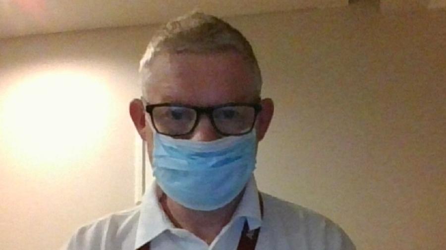Philip Barker foi confinado num quarto de hotel por causa do protocolo de covid-19 - Philip Barker